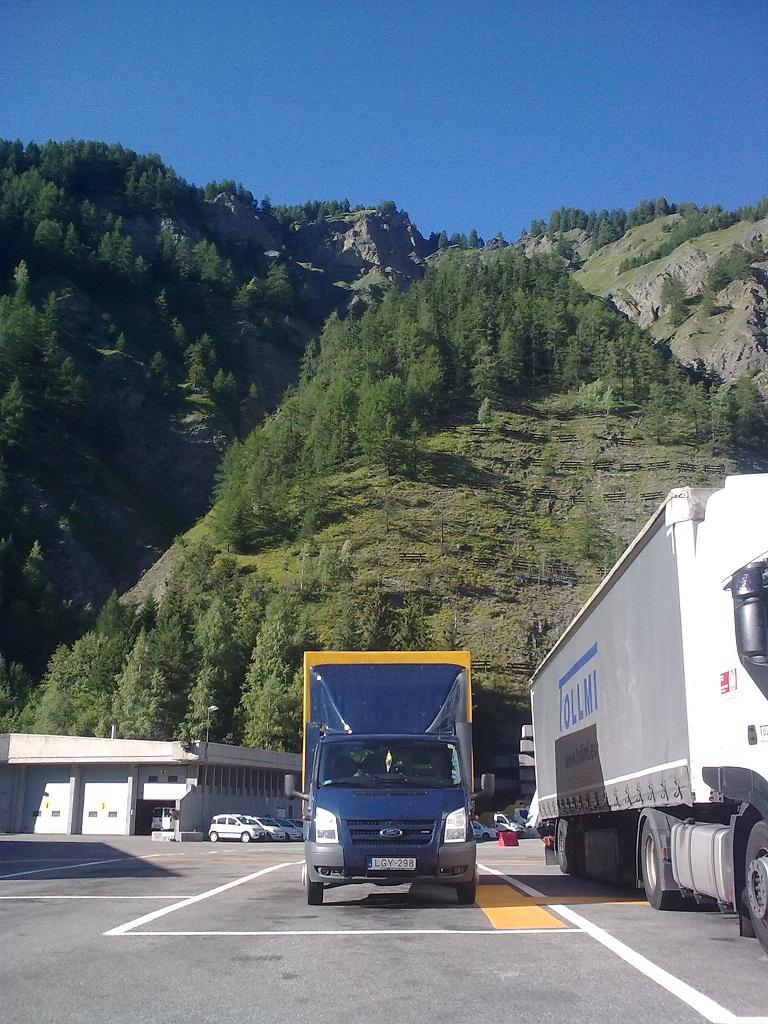 Nagy Endre - A nemzetközi költöztetés specialista teherautója Franciaországban.