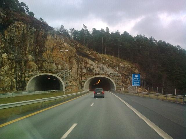Norvégiában, az autópályán.