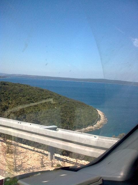 Horvátországban, a tenger mellett.