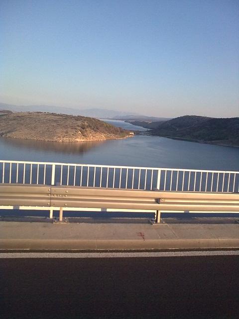 Horvátországban, a hídon.