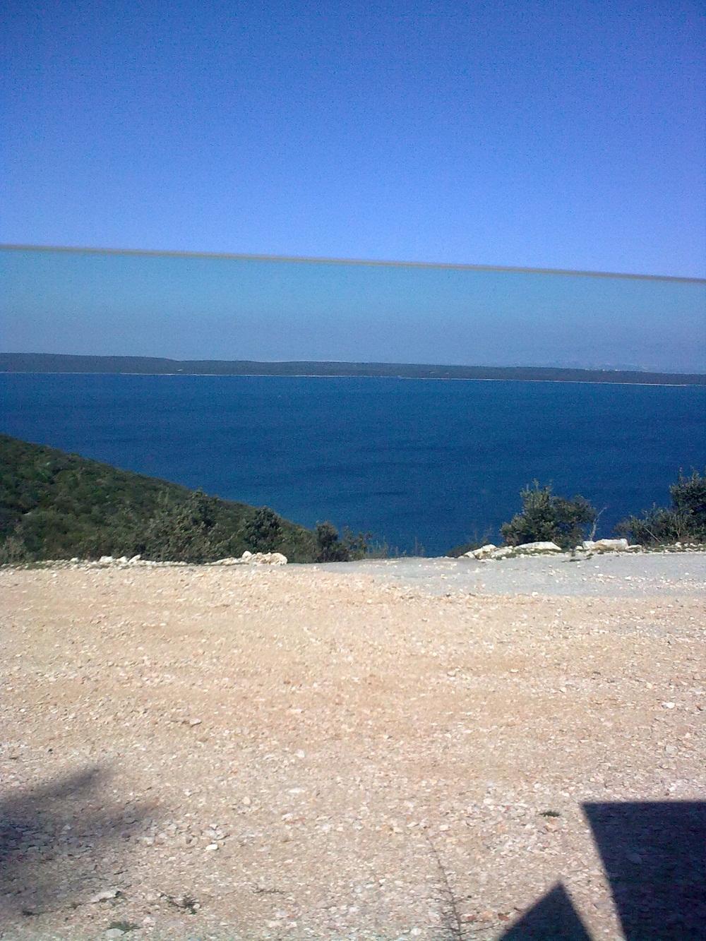 A tenger mellett.