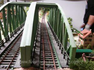 Vasúti híd a terepasztalon.
