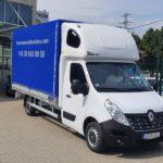 Nemzetközi költöztetés új teherautóval.